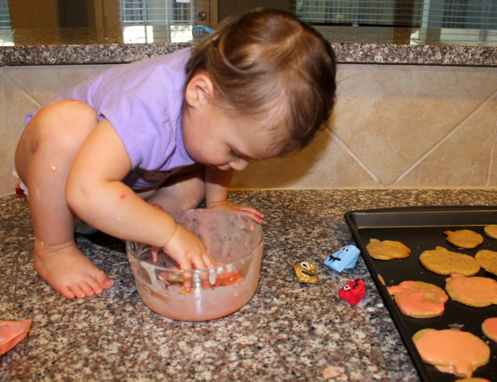 baking with a toddler | Bubbles and Gold (www.bubblesandgold.com)