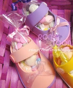 http://ronycreativa.blogspot.mx/2012/05/zapatitos-para-babyshower.html