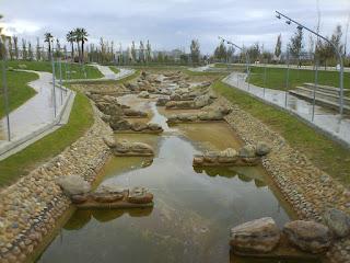 Canal de aguas bravas, parque del agua Luis buñuel Zaragoza