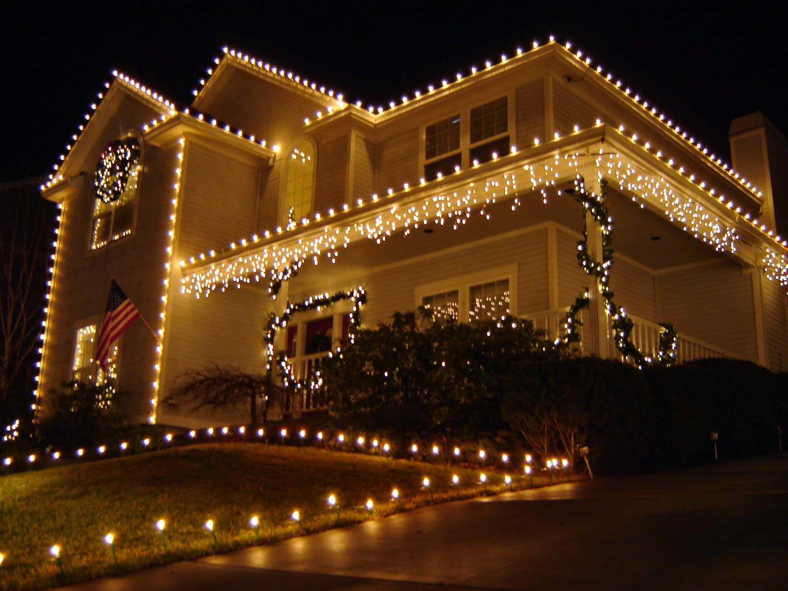 7 tips for installing christmas lights on gutters - Christmas Lights And Decorations