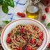 Spaghetti z pomidorami koktajlowymi