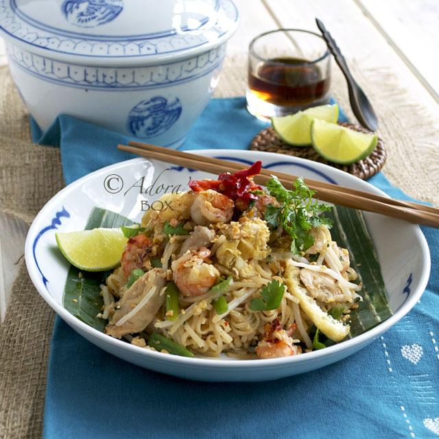 Adora S Box Chicken And Prawn Pad Thai