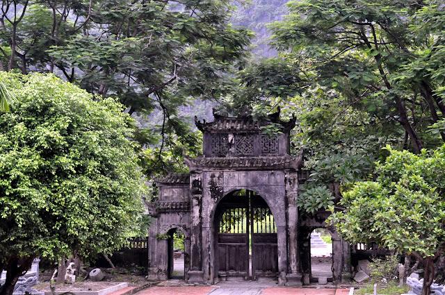VIETNAM: El Parque Natural Cuc Phuong y visita a los templos cercanos a Tam Coc en Ninh Binh