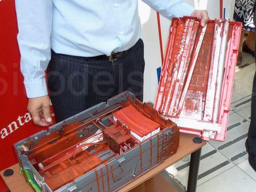 Sitiodelsuceso cl en vi a debuta el primer cajero for Cajeros automaticos banco santander