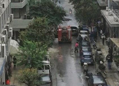 ΠΡΙΝ ΛΙΓΟ: Κινητοποίηση της Πυροσβεστικής για φωτιά σε ταξί στο κέντρο της Θεσσαλονίκης...[photos]