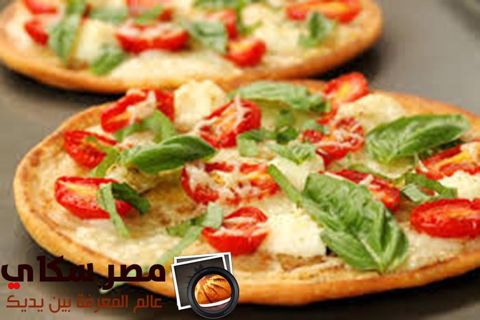 خطوات عمل البيتزا بالريحان