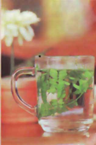 Air di dalam gelas