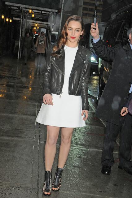 Emilia Clarke blanco y negro