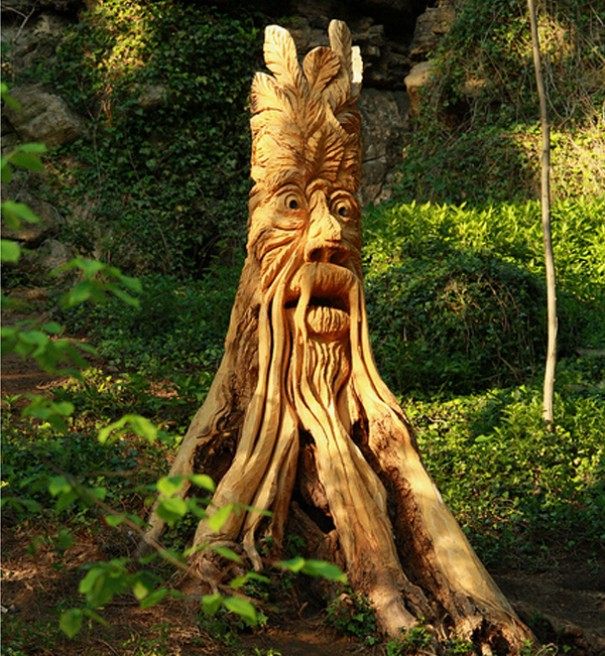 Tree carving artwork best example