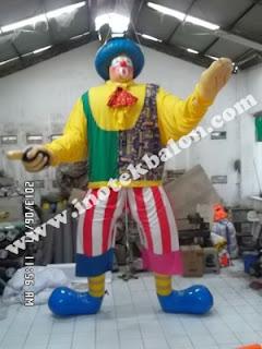 Balon karakter orang sangat besar