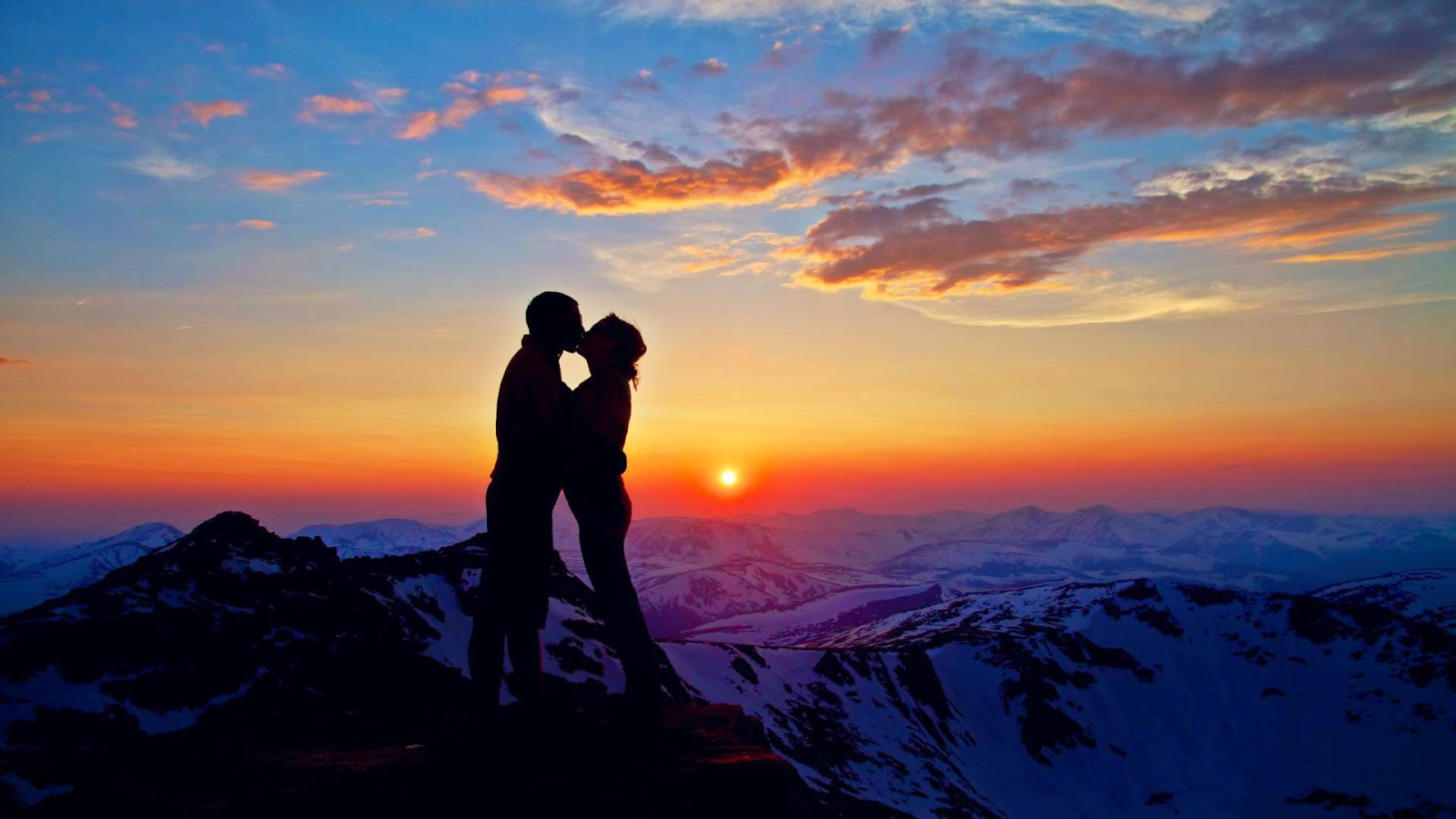 Kissing On Mountain HD Love Wallpaper