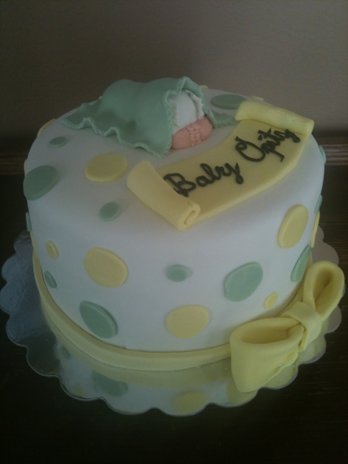 Baby shower cakes baby shower cake ideas for unknown gender for Baby cakes decoration ideas