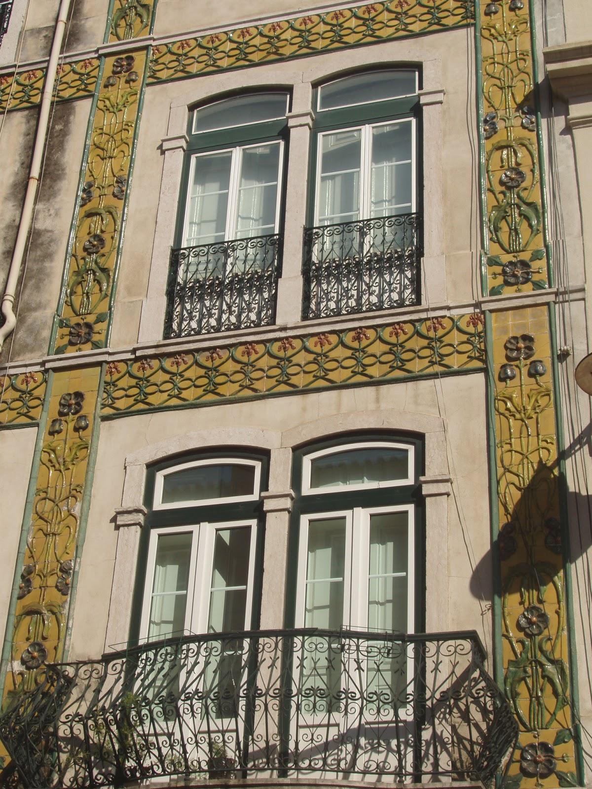 O s tio da f brica const ncia s janelas verdes coysas for Fabrica de azulejos