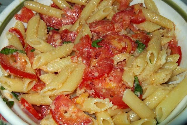 insalata di pomodori con le penne