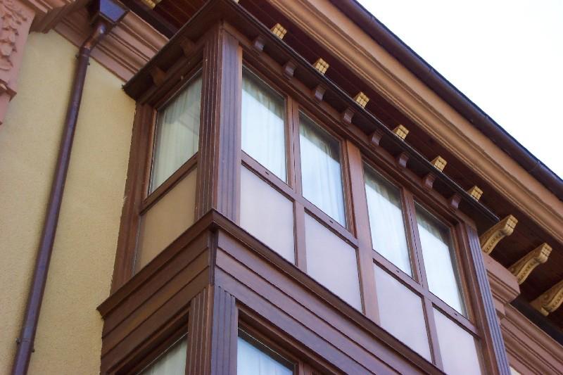 Ventana de madera c mara de aire cerramientos terrazas for Toldos cerramientos terrazas
