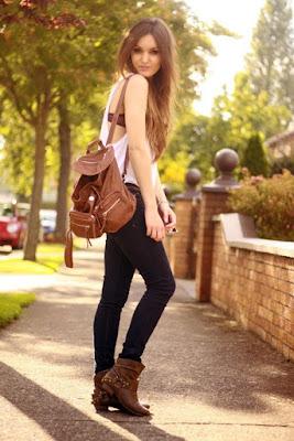 Modelo con mochila