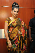 taapsee glam pics in saree-thumbnail-12
