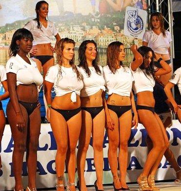 http://3.bp.blogspot.com/-jelHNllOeAQ/Tk0RRvDhluI/AAAAAAAAlJs/R_YdgdRyhb4/s1600/Gruppo_di_miss.jpg