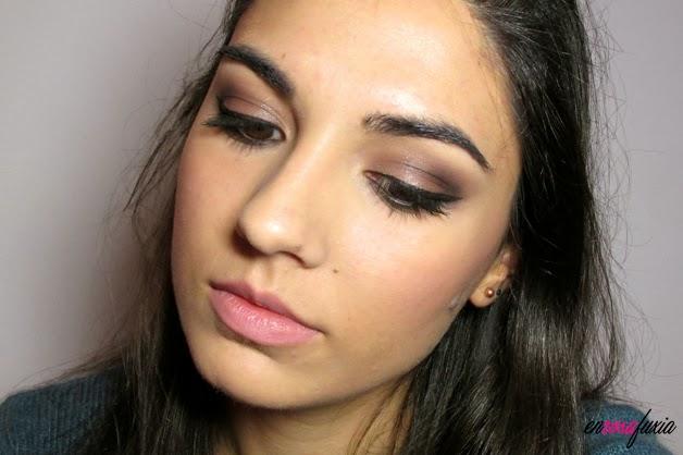 maquillaje de noche delineado intenso