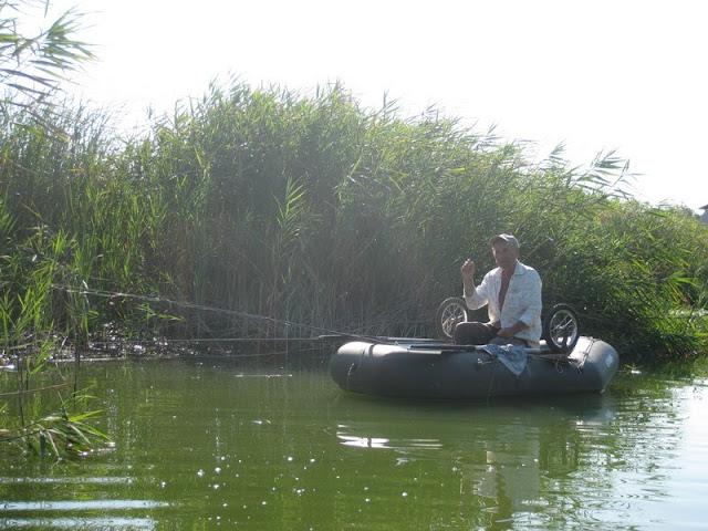 рыбак в днепровских плавнях