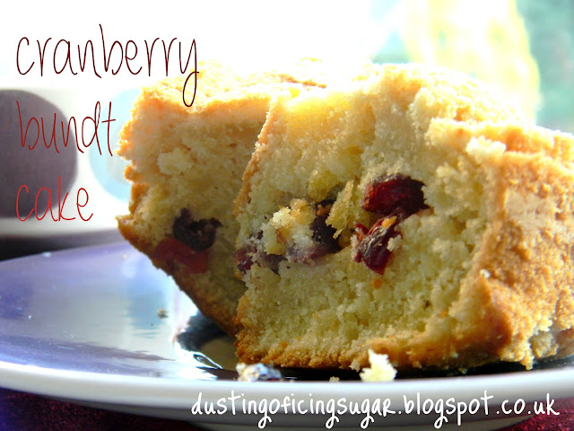 Cranberry bundt cake - dustingoficingsugar.blogspot.co.uk