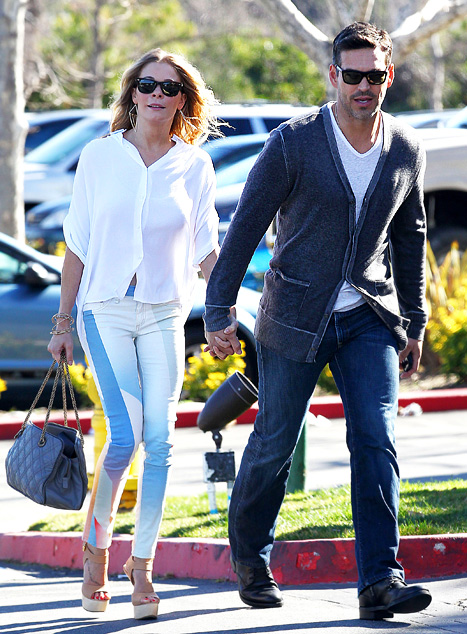 LeAnn-Rimes-Wears-$10,000-Casual-Outfit