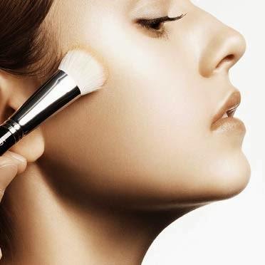 Vì sao nên nói không với thói quen make-up