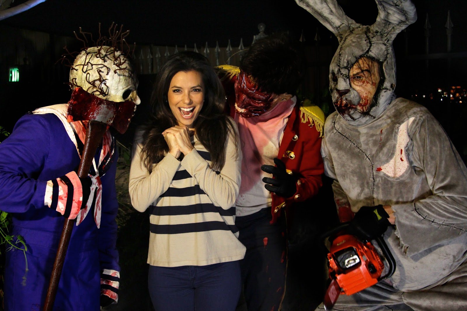 eva longoria is scared at halloween horror nights