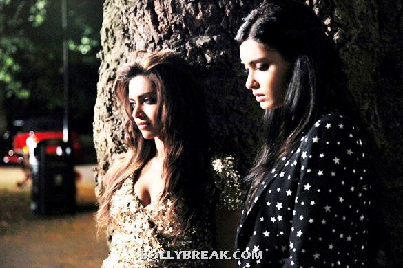 Deepika Padukone,Diana Penty in cocktail - Cocktail Movie Latest 4 Stills - July 2012