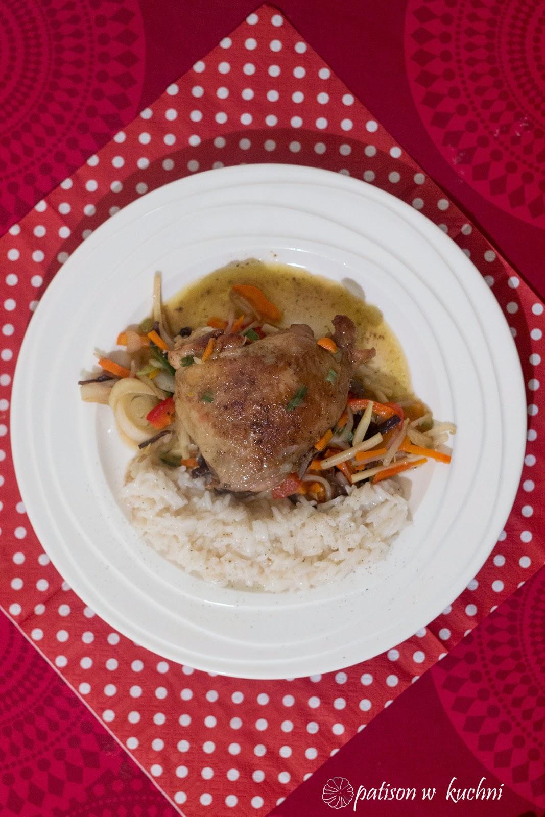 kurczak na warzywach z ryżem
