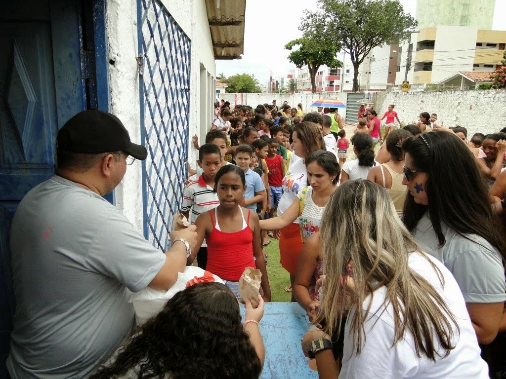 http://armaduradcristao.blogspot.com.br/2014/10/dia-das-criancas-rotary-bancarios.html