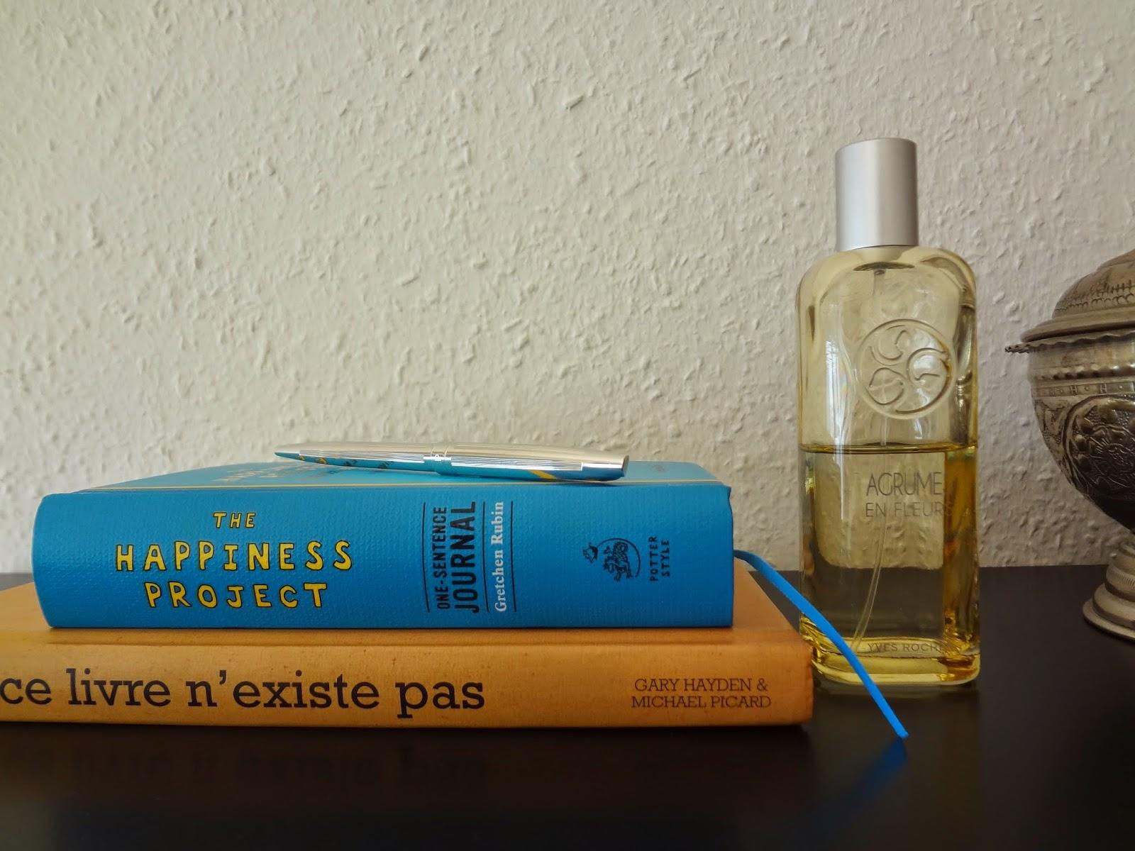 routine-soins-beaute-beauty-skincare-cocooning-bien-etre-anti-stress-rituel-douche-petit-marseillais-fleur-oranger-neroli-yves-rocher-tradition-hammam-baume-corps-gommage-exfoliant-argan-rose-brosse-sanglier-livres-soir-coucher-happiness-project-bioderma-crealine-biotherm-nettoyant-peaux-seches-masque-argile-hydraphase-intense-legere-matin-jardin-eau-toilette-fleurs-agrumes