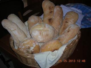gnocchetti sardi con zucca e latte di soia... hamburgher  di carne di maiale   farciti ..pane fatto in casa...