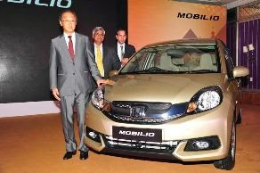 Kapil Sharma and Sumona are now selling new Honda Mobilio