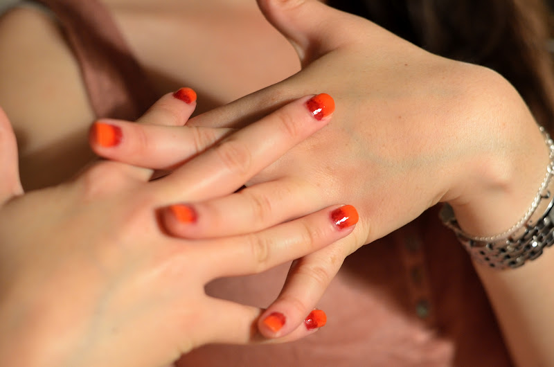 another example of ombre nails in red and orange