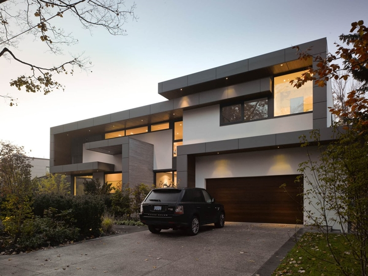 Street facade of Modern mansion by Belzberg Architects Group
