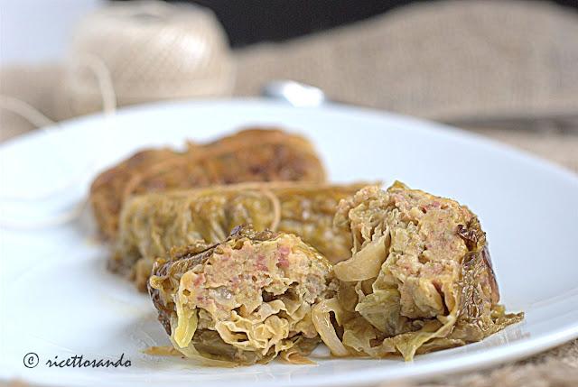 Involtini di verza con salsiccia ricetta inverale