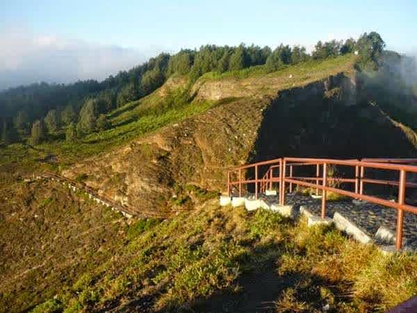 Gunung kelimutu di Flores, NTT.