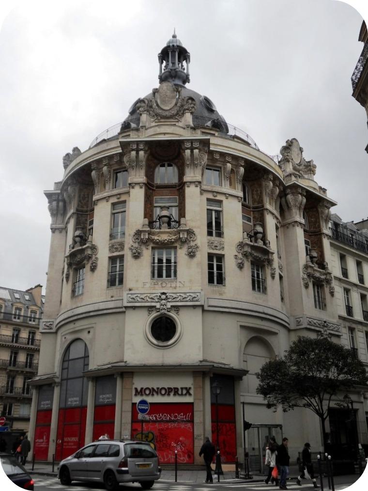 le charme architectural de la rue r aumur la parisienne du nord. Black Bedroom Furniture Sets. Home Design Ideas