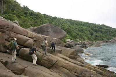 Equipe em busca do tesouro em ilha no litoral de São Paulo - Divulgação