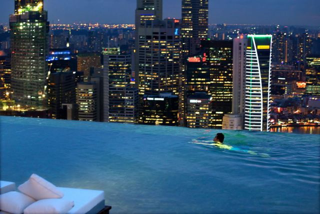 Sky park in singapore skyline night entertainment pool elitours ofertas de viajes mexico - Singapur skyline pool ...