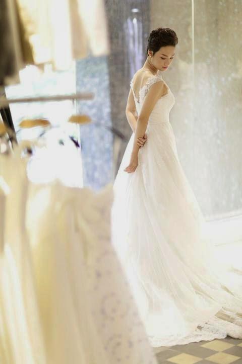 Chiếc váy dáng đuôi cá dáng dài rộng mang lại hình ảnh sang trọng, quý phái