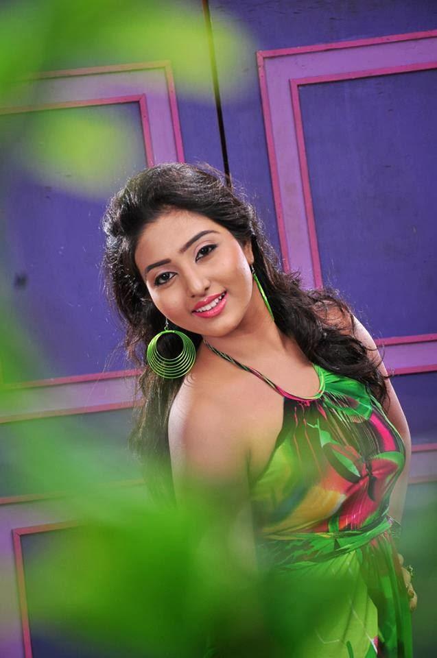 Vinu Siriwardena  Miss Srilanka 2012
