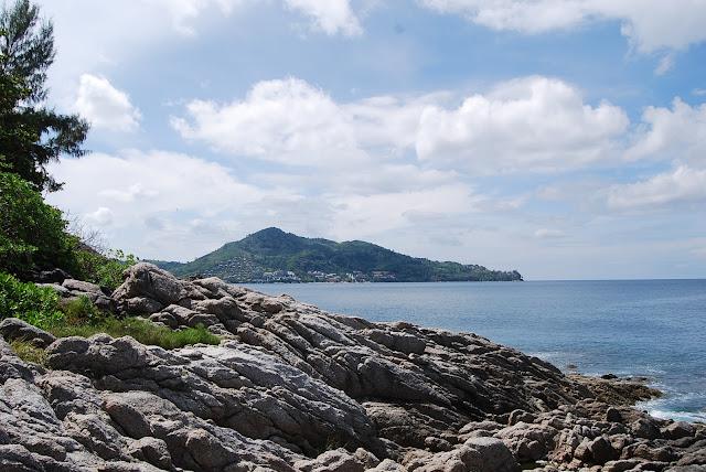 Вид с мыса у пляжа Сурин.