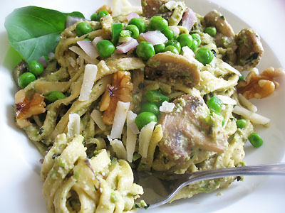 pesto pasta with mushrooms