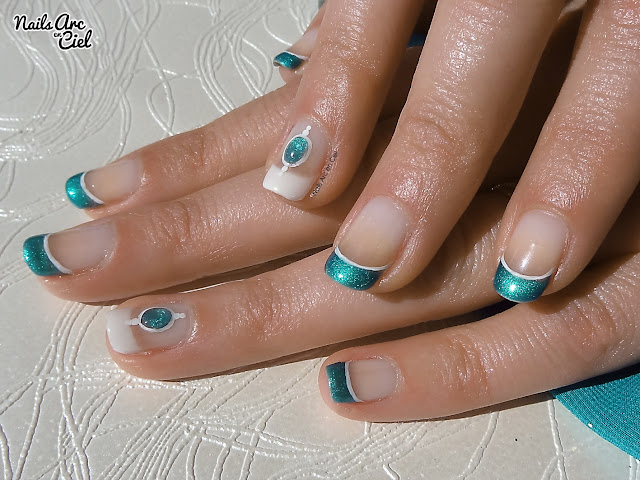 Nail art pierre liquide turquoise / bijoux d'ongle en gel