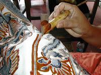 Batikolás batikpipával