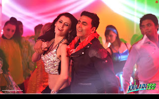 Khiladi 786 Wallpaper Akshay Kumar, Polish-German Model Claudia Ciesla Balma Song Wallpaper