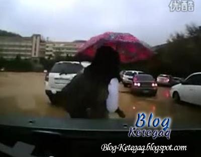 Video ngeri gadis dilanggar dan dihimpit pemandu wanita