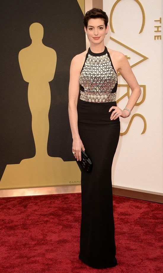Anne Hathaway in Gucci gown at 2014 Oscars
